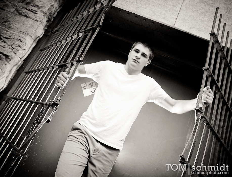 Best KC Senior Pictures - Tom Schmidt Photo - Downtown KC